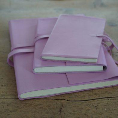 Notizbuch mit Ledereinband in pink